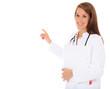 Attraktive Ärztin deutet lächelnd zur Seite