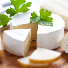Cheese with parsley and pears
