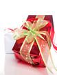 Deux cadeaux sur fond blanc