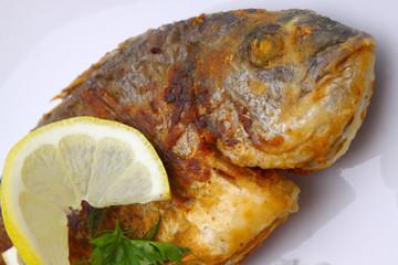 Gebratener Fisch mit Reis