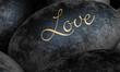 Schwarze Steine mit Text - Love