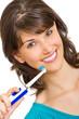 Mädchen putzt mit elektrischer Zahnbürste Ihre Zähne