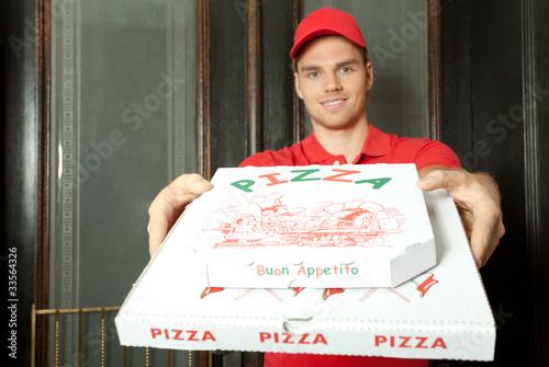 pizzaman bringt pizza - 33564326
