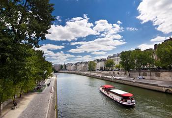 La Seine vue du Pont Neuf, Paris - France