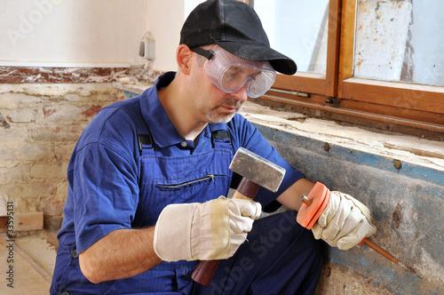handwerker mit hammer und meissel von dan race lizenzfreies foto 33595131 auf. Black Bedroom Furniture Sets. Home Design Ideas