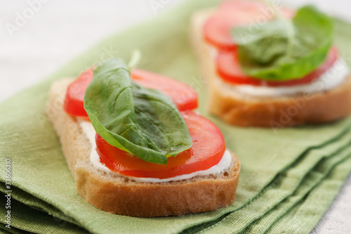 Sandwich with tomato and spinach