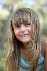 Sourire d'une petite espiègle (été 5-6 ans) #2