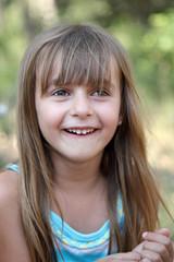 Rire d'enfant (fillette 6-7 ans)