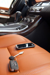 interno auto con chiavi e radiocomando