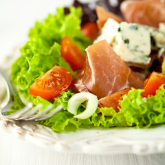 Vegetable salad with prosciutto crudo and blue cheese