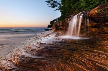 Wodospad na plaży