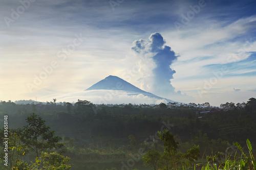 Tuinposter Vulkaan Agung volcano