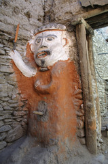 Skulptur in einer Gasse im Bergdorf Kagbeni,Mustang