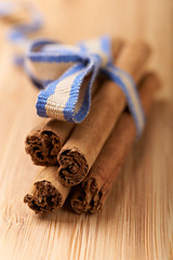 cinnamon sticks on a wood table