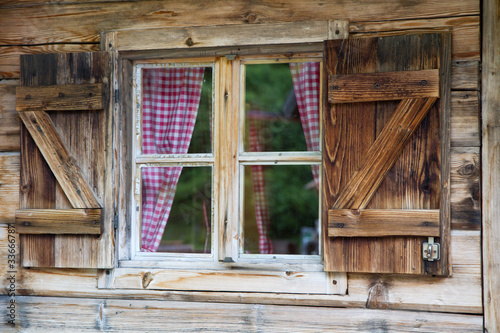 fototapete fenster einer bergh tte in s dtirol. Black Bedroom Furniture Sets. Home Design Ideas