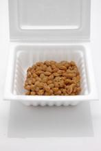 Sfermentowane ziarna soi, natto, japońskie jedzenie