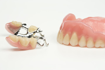 Gegenüberstellung Zahnprothesen