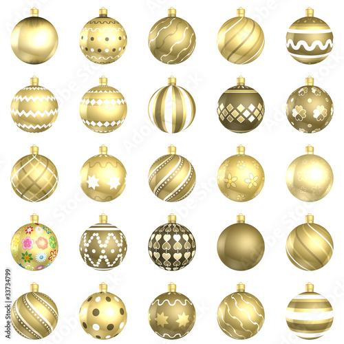 Paczka złotych bombek świątecznych, 25 sztuk na białym tle - 33734799