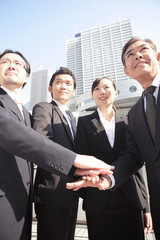 団結するビジネスマンイメージ
