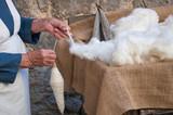 Lavoro artigianale filatura lana