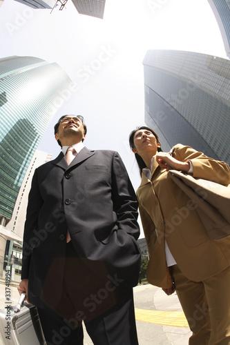ビジネスマンとオフィスレディポートレート