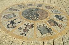 Mozaika okrąg z znaków zodiaku w Jaffie. Izrael.
