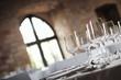 Leinwanddruck Bild - Weingläser und Fenster