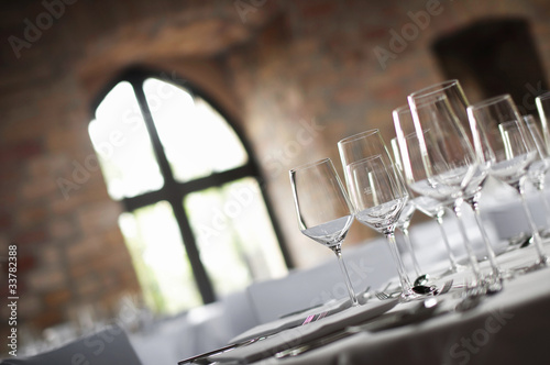 Plexiglas Boord Weingläser und Fenster