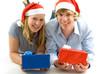 junges Paar mit Geschenken