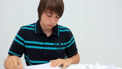 déchirer les feuilles de son cahier