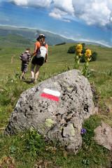 Couple de randonneurs en Auvergne