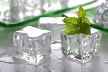 cubetti ghiaccio e menta - due
