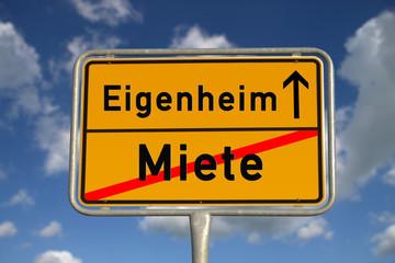 Deutsches Ortsschild mit Beschriftung  Miete Eigenheim