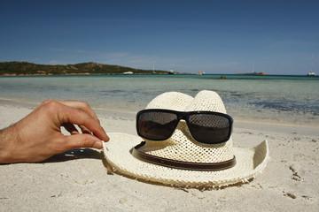 simpatica faccina estiva con voglia di vacanza