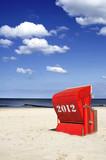 Fototapety 2012 roter Strandkorb Himmel Meer