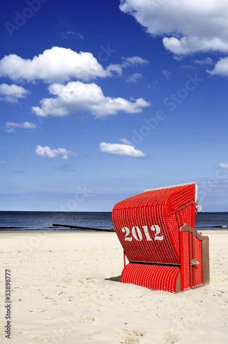 2012 roter Strandkorb Himmel Meer
