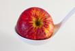 Apfel liegt in Kelle