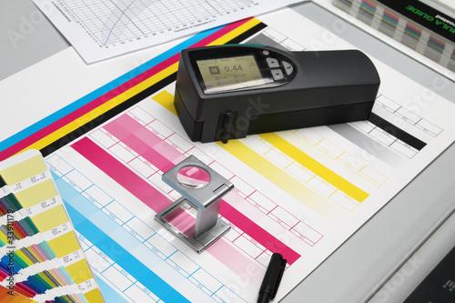 Leinwanddruck Bild Druckbogen, Farben und Densitometer