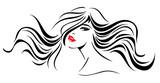Modell mit gewelltem Haar