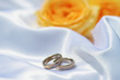 Eheringe und Rosen
