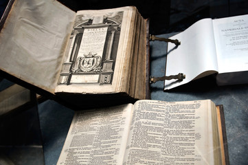 monumental bible in the cathedral dordrecht 1628