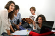 Groupe d'étudiants révisant ensemble 03