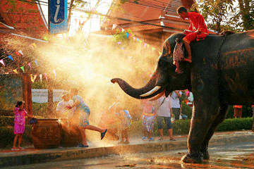 Play with the Chang Songkran water.