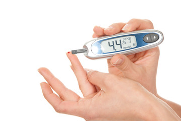 measuring glucose level blood test using ultra mini glucometer