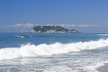 七里ガ浜から江ノ島を望む