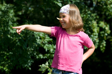 kleines Mädchen mit Nashorn