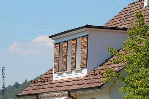 holz fensterl den stockfotos und lizenzfreie bilder auf bild 34001726. Black Bedroom Furniture Sets. Home Design Ideas