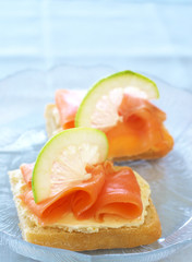 Smoked salmon and cream cheese on white bread