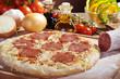 Pizza Salami mit Zutaten
