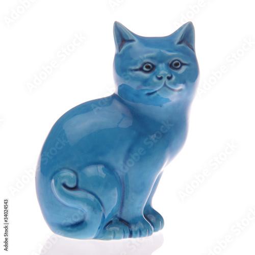 statuette bleue de chat chinois fond blanc photo libre de droits sur la banque d 39 images. Black Bedroom Furniture Sets. Home Design Ideas
